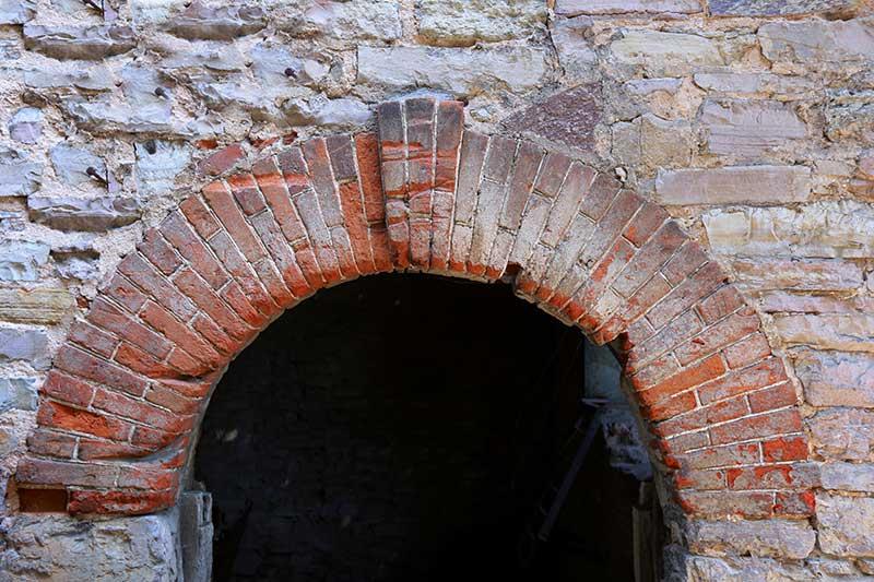 Old-Brickwork-Capstone